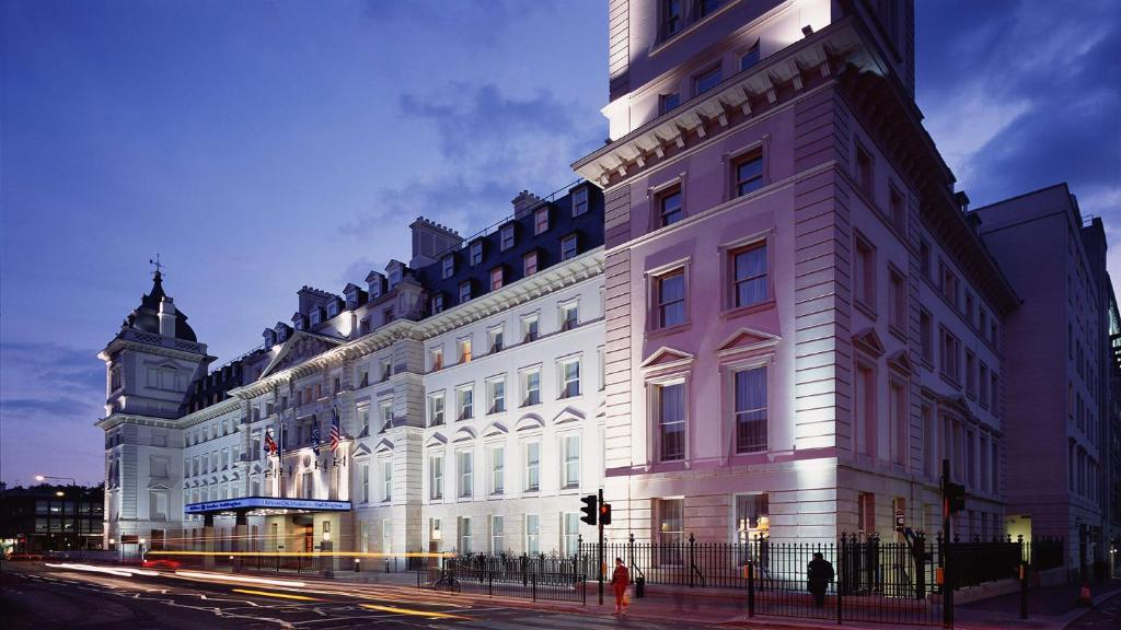The Hilton London Paddington, one of the hotels near Paddington Station.