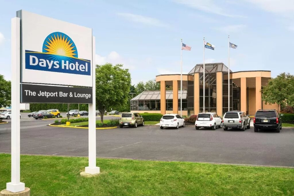 The Days Hotel by Wyndham Allentown Airport Lehigh Valley, one of the hotels near Lehigh Valley Airport.