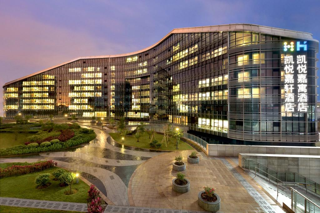The Hyatt Place Shenzhen Airport, one of the hotels near Shenzhen Airport.