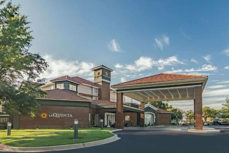 The La Quinta by Wyndham Alexandria Airport, one of the hotels near Alexandria Airport.