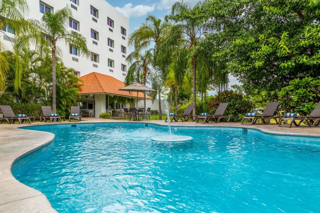 The Comfort Inn Puerto Vallarta, one of the hotels near Puerto Vallarta Airport.