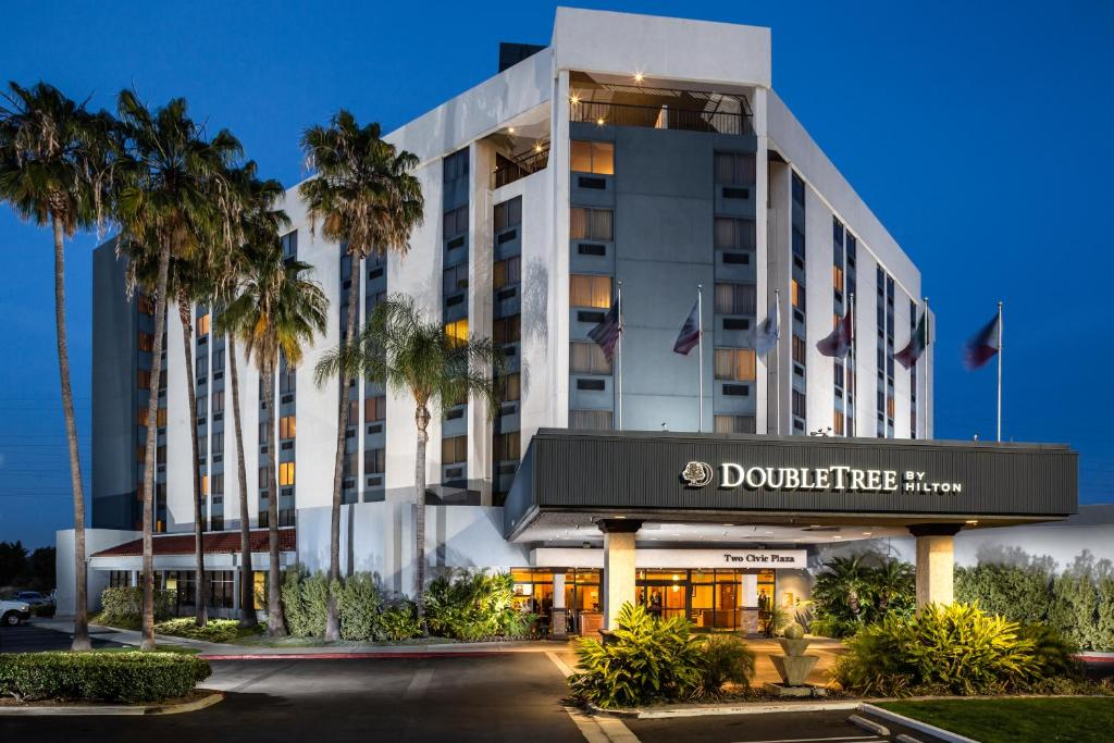 The DoubleTree by Hilton Carson, one of the hotels in Carson, California.