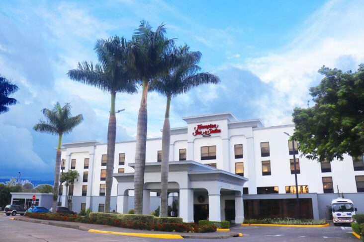 The Hampton Inn & Suites San Jose Airport, one of the hotels near San Jose Airport in Costa Rica.