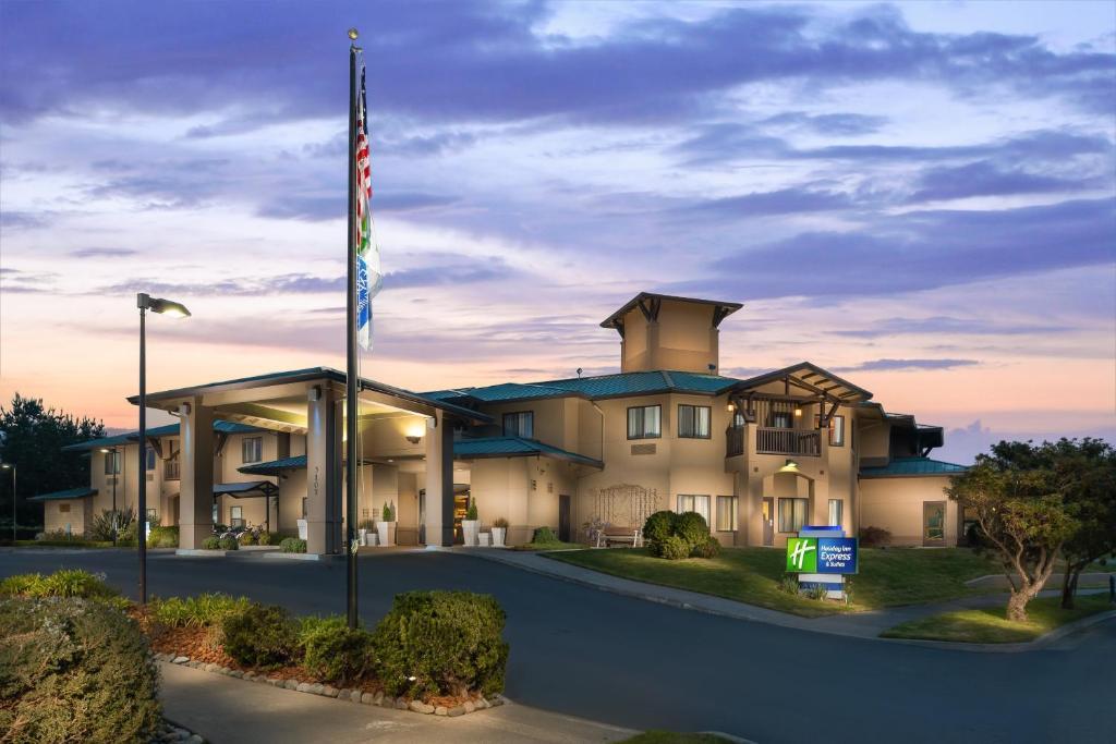 The Holiday Inn Express Arcata Eureka Airport, one of the hotels near Arcata Airport.