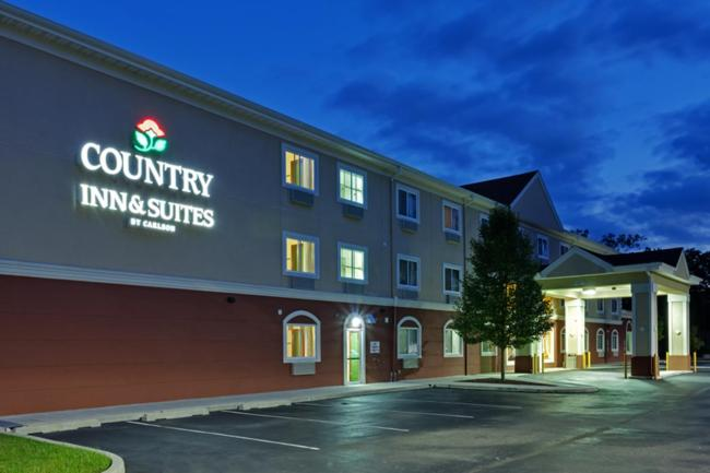 The Country Inn & Suites by Radisson, Abescon, one of the hotels near Atlantic City Airport.