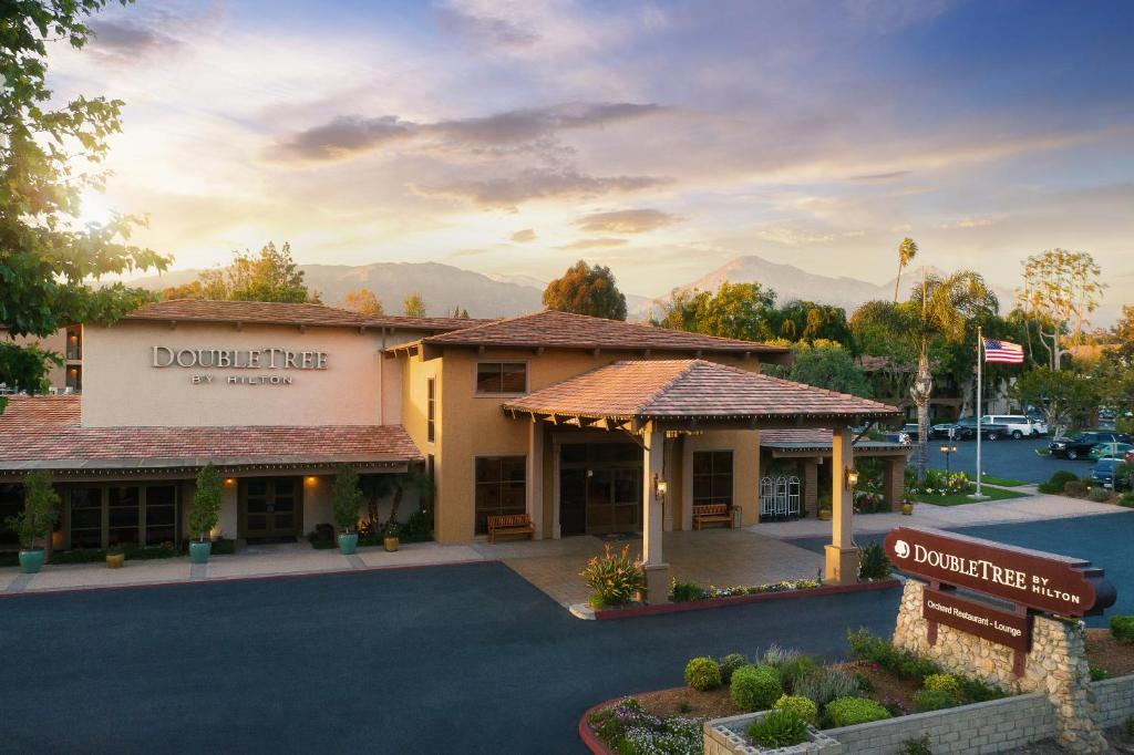 The DoubleTree by Hilton Claremont, one of the hotels in Claremont, CA.