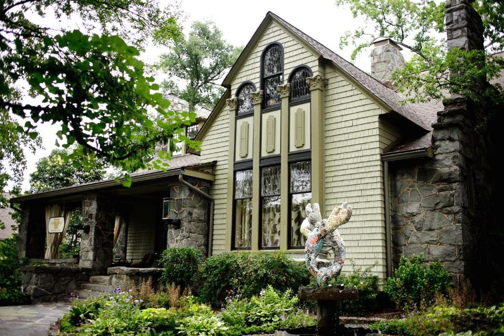 The Stonehurst Place Bed & Breakfast, one of the hotels near Piedmont Park in Atlanta.