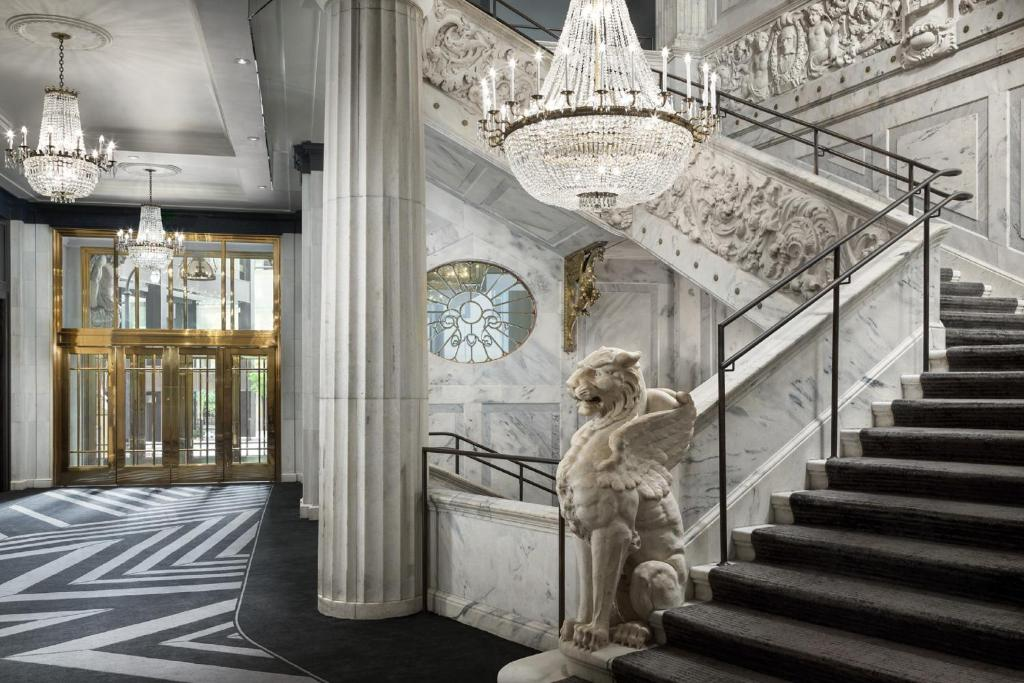 The lobby of The Candler Hotel Atlanta, one of the hotels near Georgia State University.