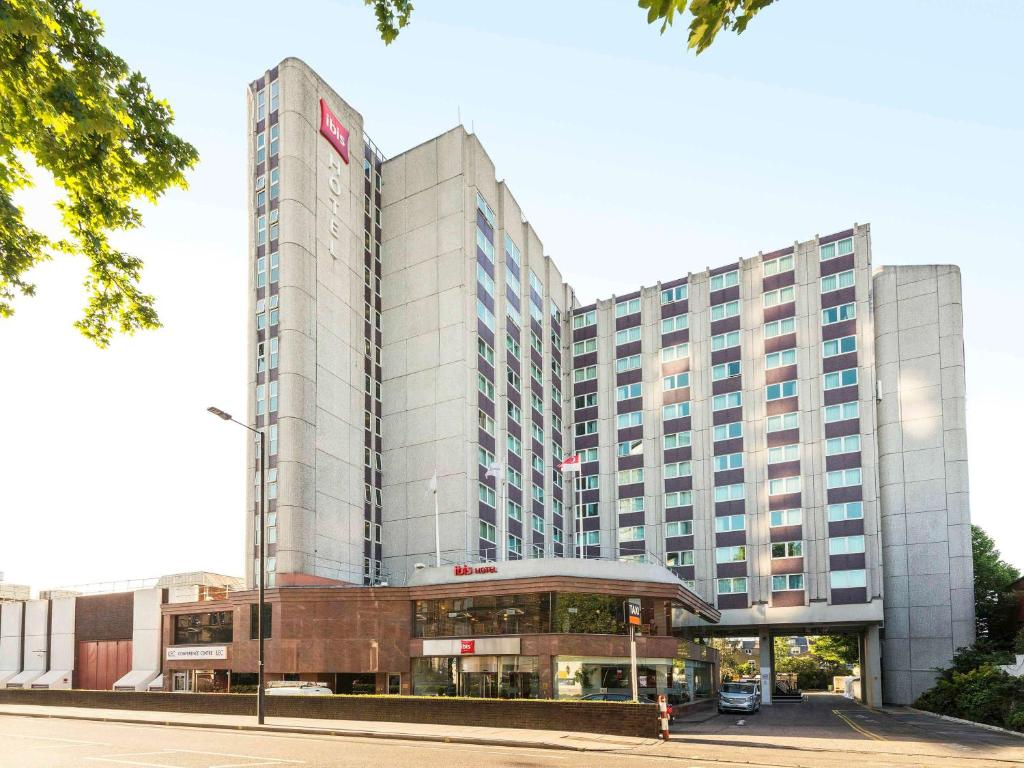 The ibis London Earls Court, one of the hotels near Fulham Broadway Station in London.