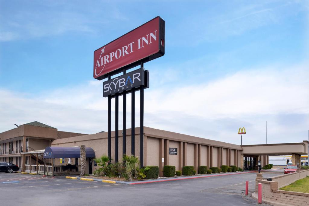 The Airport Inn, one of the hotels near Beaumont Airport in Texas.