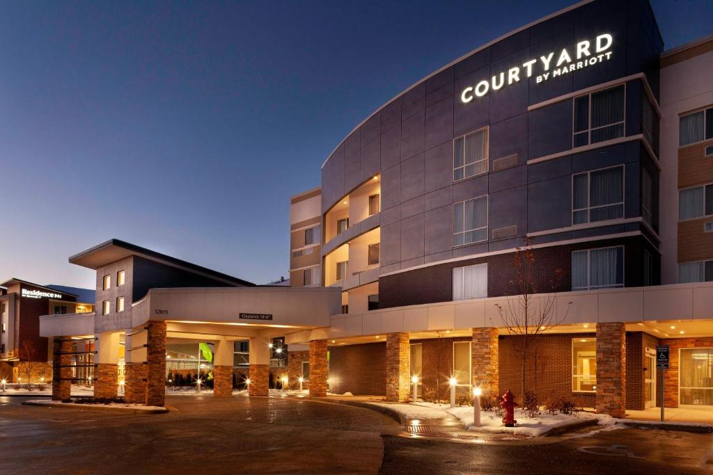 The Courtyard by Marriott St. Louis West County, one of many hotels in St. Luois, MO.