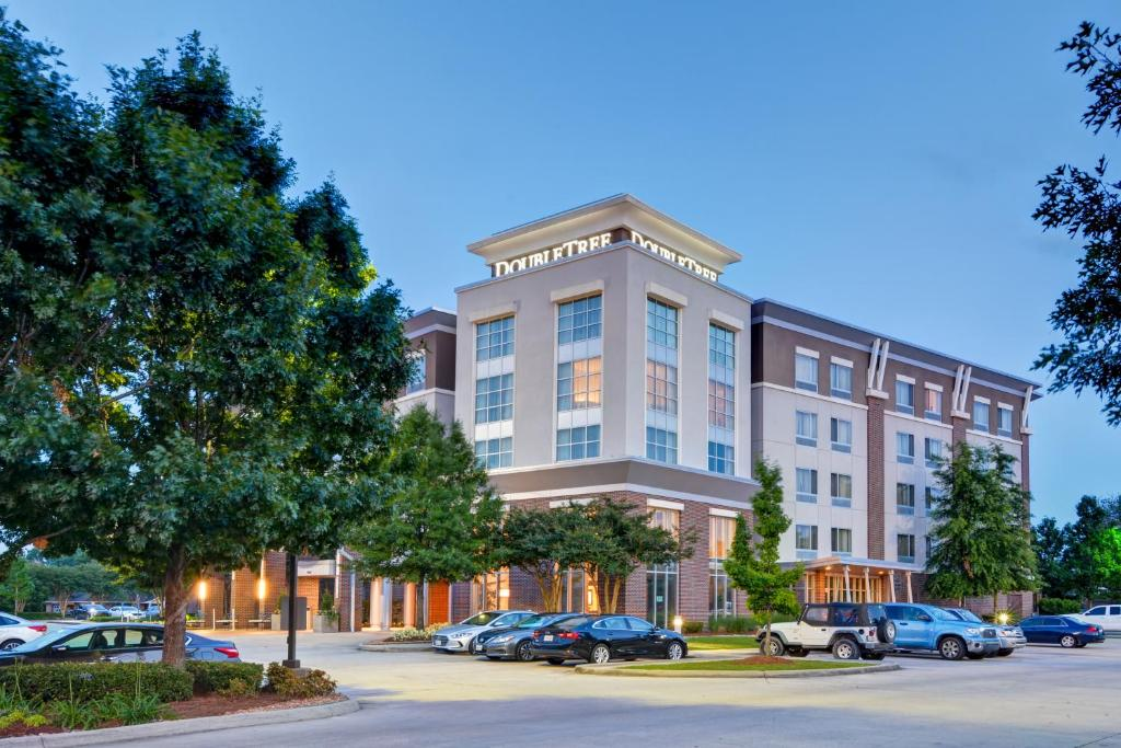 The DoubleTree by Hilton Baton Rouge, one of the hotels in Baton Rouge, LA.