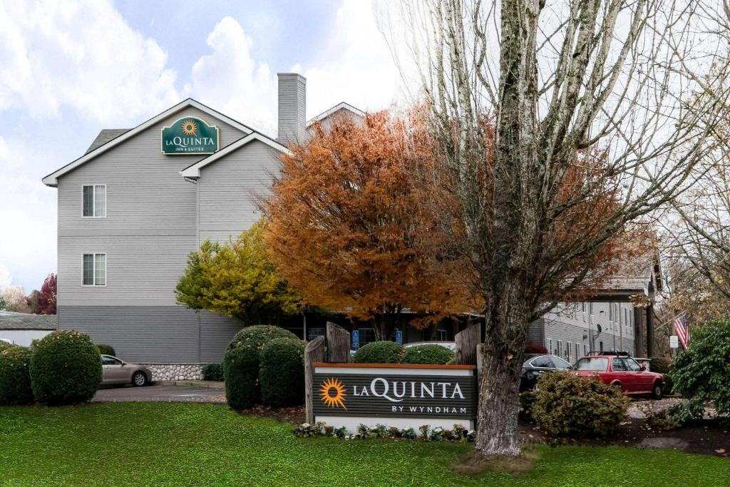 The La Quinta by Wyndham Eugene, one of the hotels in Eugene, Oregon.
