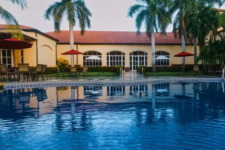 The Quality Hotel Real Aeropuerto San Salvador, one of the hotels near El Salvador Airport.