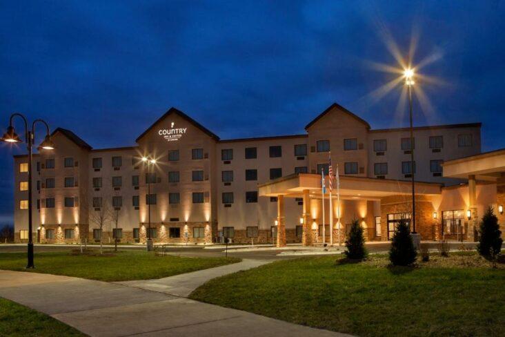 The Country Inn & Suites by Radisson, Bemidji, MN, one of the hotels near Bemidji State University.