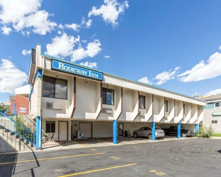 The Rodeway Inn Billings Logan International Airport, one of the hotels near MSU Billings.